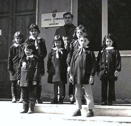Risultati immagini per bambini anni 70 a scuola